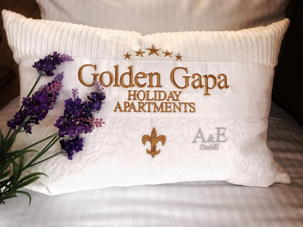 Golden GaPa Central Holiday House 14